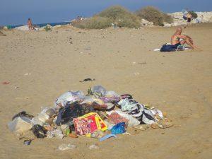 déchets proche des plagistes