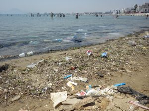déchets en bord de mer